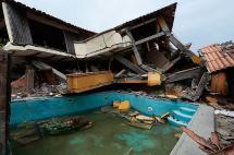 Congreso de Ecuador condecora a rescatistas de 38 países tras terremoto