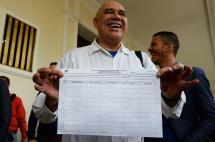 Oposicion venezolana da primer paso hacia el revocatorio contra Maduro