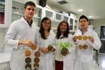 Estudiantes caleños buscan cuidar del medio ambiente utilizando cáscaras de banano, vea cómo