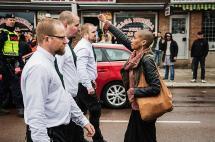 Imagen de la caleña que se enfrenta a neonazis en Suecia le da la vuelta al mundo