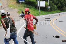 Persisten los bloqueos en la vía Cali - Popayán por protesta de indígenas