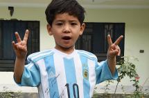 Vídeo: el pequeño 'Messi afgano' tuvo que huir de su país por amenazas