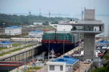 En video: un buque chino, el primero en transitar por el Canal de Panamá ampliado