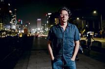 Andrés Felipe Solano, el escritor que lo dejó todo para vivir en la cuerda floja