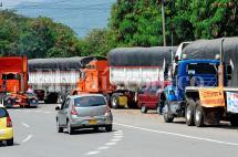 Mintransporte convoca a reunión urgente para levantar paro camionero