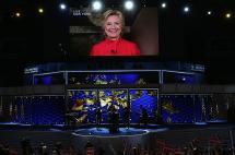Hillary Clinton saludó a los demócratas en día histórico para las mujeres