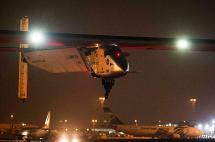 El avión Solar Impulse 2 aterrizó en Abu Dabi culminando la vuelta al mundo