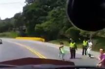 En video: camioneros que no se suman al paro son agredidos en vías del país