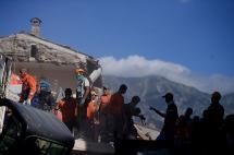 Se elevan a 247 los muertos tras devastador terremoto en Italia