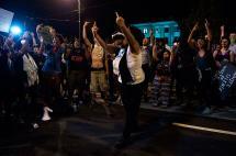 Nuevas marchas en Charlotte tras conocerse videos policiales de muerte de ciudadano negro