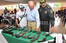 40 jóvenes de pandillas de Cali entregaron sus armas a la Policía
