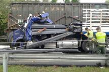 Un muerto dejó choque entre un tractocamión y un tren cañero en Tuluá