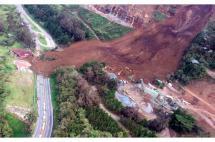 Seis muertos y cuatro heridos deja derrumbe en la vía Medellín-Bogotá