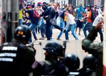 Un policía muerto y 80 detenidos dejan marchas opositoras en Venezuela