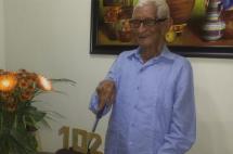 A sus 102 años un abuelo caleño hará su primer viaje en avión, vea cómo reaccionó al saberlo