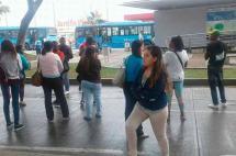 Bloqueo en estación Universidades afecta servicio de buses del MÍO