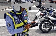 Los 'cruces indebidos' de los guardas de Tránsito en Cali