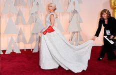 Las celebridades que desentonaron con sus 'looks' en los Óscar