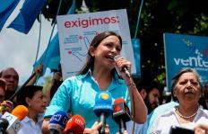 """""""No vamos a revocar a Maduro para dejar sus mafias en el poder"""": María Corina Machado"""