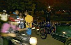 Piques ilegales de motos en Cali, una 'carrera' de prostitución, microtráfico y accidentes