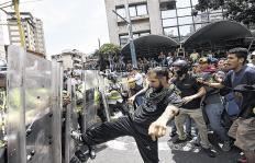 En Venezuela Maduro podría caer por un golpe... de los chavistas