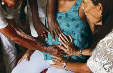 Las parteras del Pacífico: manos que dan vida