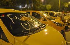Lo que hay detrás de la 'guerra del centavo' entre Uber y Taxis en Cali
