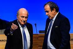 Michel Platini le pidió a Joseph Blatter que renuncie