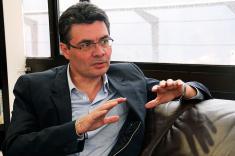 Ministro de Salud desmiente denuncias por fallas en atención a menores