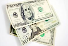 Dólar cerró con alza de $41,77 este lunes