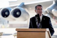 """""""EE.UU. no quiere renunciar a ser el primero en lanzar una bomba nuclear"""": Ashton Carter"""