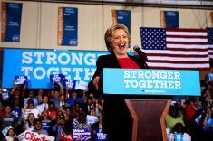 Tras acalorado debate, Trump y Clinton salen a la caza de votos en EE.UU.