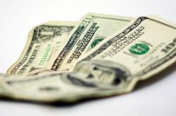 Con alza de $36 el dólar abre la semana en Colombia
