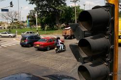 ¿Cómo combatirá la delincuencia en los semáforos?