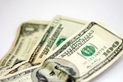 Dólar cierra la semana con leve alza