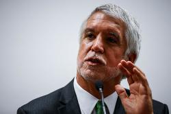 Denuncian al alcalde Peñalosa por presunta falsedad en estudio de postgrado