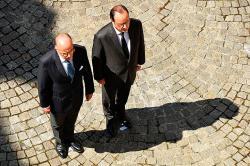 Hollande defiende a Ministro del Interior, criticado por atentado en Niza