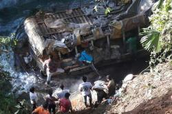 Dos muertos, un desaparecido y seis heridos deja accidente de chiva en El Tambo, Cauca