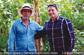 En la foto se observa al negociador de las Farc, Pastor Álap, y al general Rubén Dario Alzate, en el momento de su liberación. Foto: Cortesía de Telesur