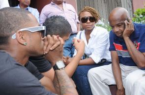 Imágenes: dolor y desconsuelo en la casa de Jairo Varela tras la noticia de su muerte