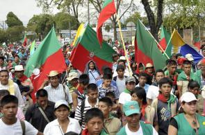 Imágenes: marcha de Comunidades Indígenas por el cese del conflicto en el Cauca