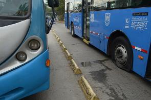Imágenes del paro de transportadores en Cali ante salida de buses tradicionales