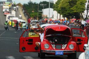 Recordando el 2012: la historia del automóvil recorrió Cali en desfile de autos clásicos