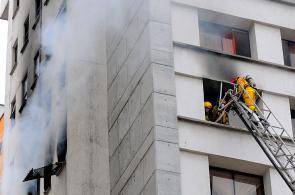 Imágenes: así fue el incendio en el noveno piso  de edificio del sur de Cali