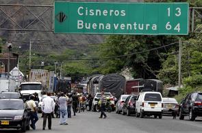 Imágenes: paro camionero en la vía Buenaventura