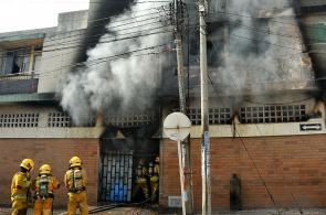 Imágenes: voraz incendio consumió vivienda del barrio Jorge Isaacs de Cali