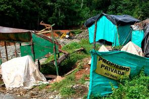 Túneles de minería ilegal amenazan con 'tragarse' la vía a Buenaventura