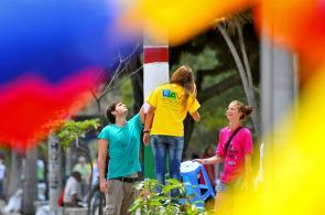 Imágenes: Caleños celebraron el día de la Independencia con jornada de embellecimiento