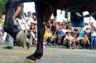 Video: con sabor, color y salsa los caleños invitan a la 55 Feria de Cali... - elpais.com.co