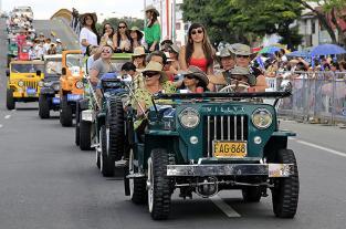 Recordando el 2012: la historia del automóvil recorrió Cali en desfile de autos clásicos - elpais.com.co
